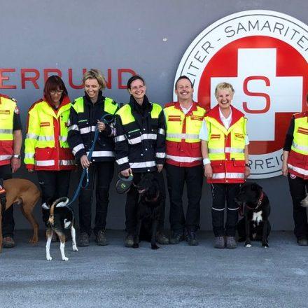 Die Einsatzteams mit Trainingsleiterin _Gundula Czappek (4.v.re) und Geschäftsführer Gerhard Czappek (Mitte). Foto: Samariterbund Tirol