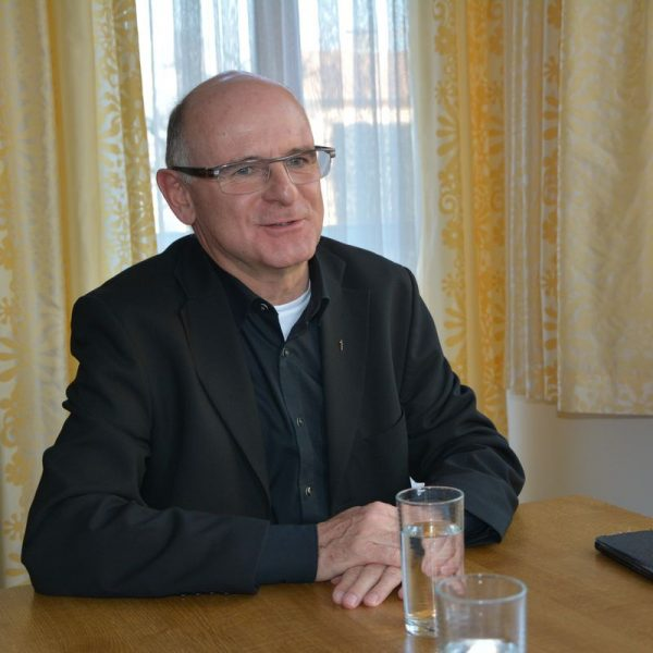 Pfarrer Theo Mairhofer am 1. April 2019. Foto: Veronika Spielbichler