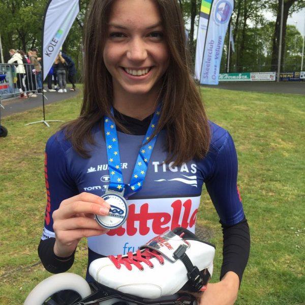 Anna Petutschnigg mit ihrer Silbermedaille vom Europacup-Rennen in Holland. Foto: SC Lattella