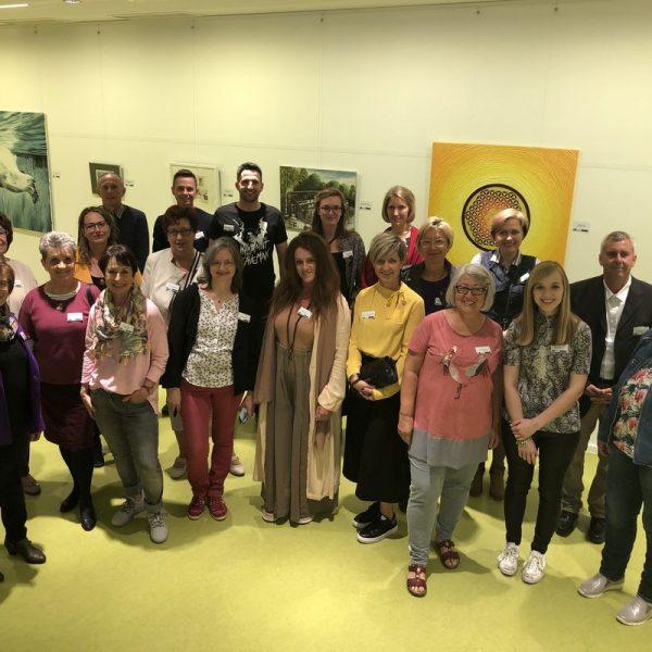 """20 regionale KünstlerInnen präsentierten ihre Arbeiten bei der Vernissage der Ausstellung """"Bunt gemischt"""", die noch bis 7. Juni 2019 im Tagungshaus Wörgl zu sehen ist. Foto: Tagungshaus"""