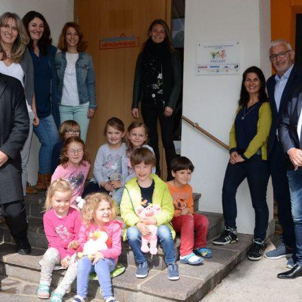 """""""Freunde""""-Tafel für das Kinderhaus Miteinander am 9.5.2019. Foto: Veronika Spielbichler"""
