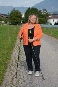 Ein gutes Gefühl – mit dem neuen mobilen Notruf des Samariterbundes kommt überall in Österreich auf Knopfdruck Hilfe. Foto: Samariterbund Tirol