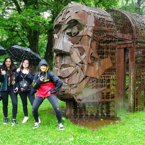 Die Wörgler SchülerInnen besuchten Ende Mai die Trostberger Kunstmeile. Foto: Katharina Lindner