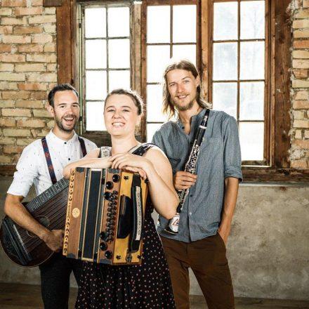 Originelle und progressive Volksmusik: Das Trio tschejem. Foto: Marco Riebler