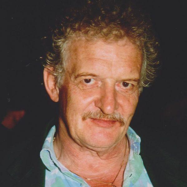 """Werner Pirchner 1998 bei seinem Gastspiel in Wörgl, wo er die Uraufführung seiner """"Wörgler Freigeld Fanfare"""" selbst dirigierte. Foto: Veronika Spielbichler"""