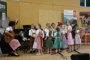 Sogar die EMP-Gruppe der LMS Wörgl hatte ihren Auftritt beim Volksmusikabend. Foto: Martin Außerlechner