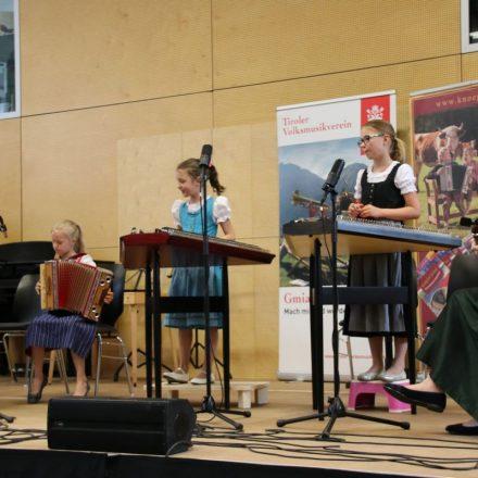 Die Zoigal bei ihrem Auftritt beim Volksmusikabend. Foto: Martin Außerlechner