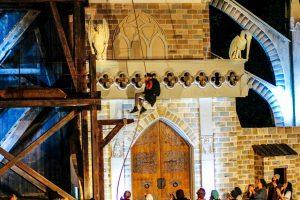 Spektakulär: Quasimodo schwingt sich vom Glockenturm. Foto: HMC –Die Boutiqueagentur für Tourismus & Freizeit