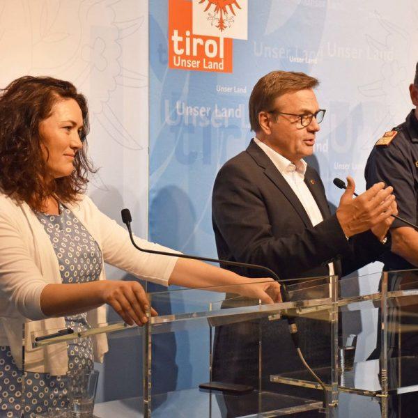 Bei der Pressekonferenz v.l. LH-Stv. Ingrid Felipe, LH Günther Platter und Markus Widmann. Foto: Land Tirol/Knabl