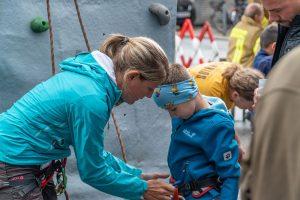 Zum Kinderprogramm zählte ein Kletterturm der Naturfreunde. Foto: Stefan Ringler