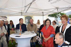 Freuten sich gemeinsam über die gelungene Renovierung: BGM Hedi Wechner, Kulturreferentin Gabi Madersbacher (2.v.r.) und Vizebürgermeister Hubert Aufschnaiter (r.) Foto: Stadtgemeinde Wörgl