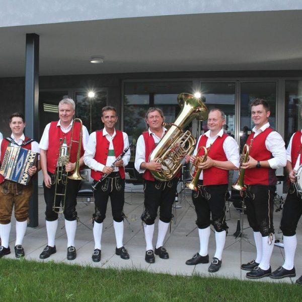 Die fidelen Wörgler spielen in schmissiger Inntaler Besetzung. Foto: Wilhelm Maier