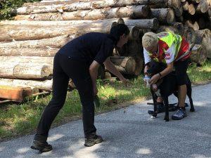 Workshopleiterin Gundula Czappek vom Samariterbund Tirol (rechts) beim Training. Foto: ASB Tirol