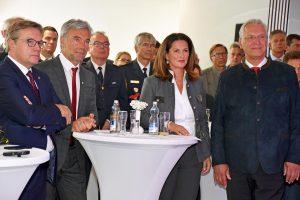 Neben LH Günther Platter, LHStv Arnold Schuler, StMin Michaela Kaniber und StM Joachim Herrmann (v.li.) waren zahlreichen Gäste aus den Einsatzorganisationen vor Ort. © Land Tirol
