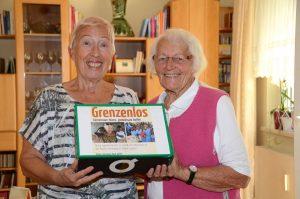 Helene Schnellrieder (rechts) hat bei ihrer Geburtstagsfeier 1.925 Euro für Elisabeth Cerwenka gesammelt. Foto: Nageler