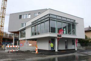 Volkshilfe und Musikschule sind bereits in die neuen Räumlichkeiten in der Brixentaler Straße übersiedelt. Foto: Veronika Spielbichler