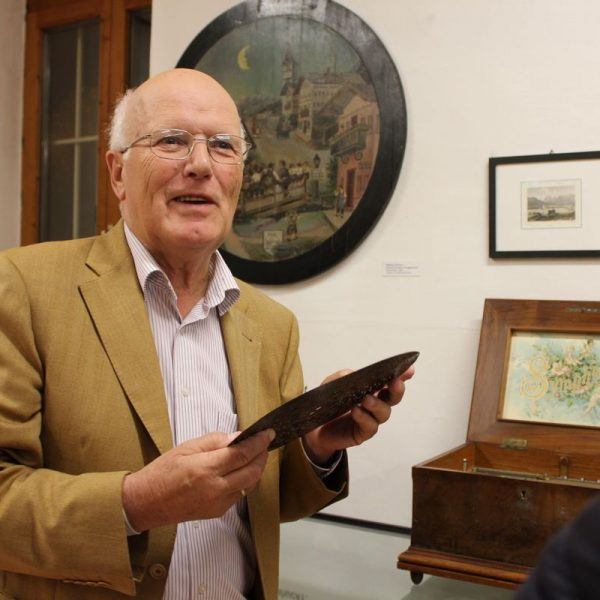 Museumsführer Hans Gwiggner wird bei der Langen Nacht der Museen wieder Interessantes aus Wörgls Stadtgeschichte vermitteln. Foto: Veronika Spielbichler