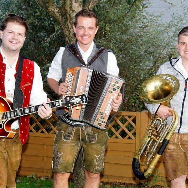 """Die """"3 Freunde der Nacht"""" sorgen ab 16:30 Uhr beim ersten großen Oktoberfest im Wörgler City Pub für beste Unterhaltung. (Foto: Lottersberger)"""