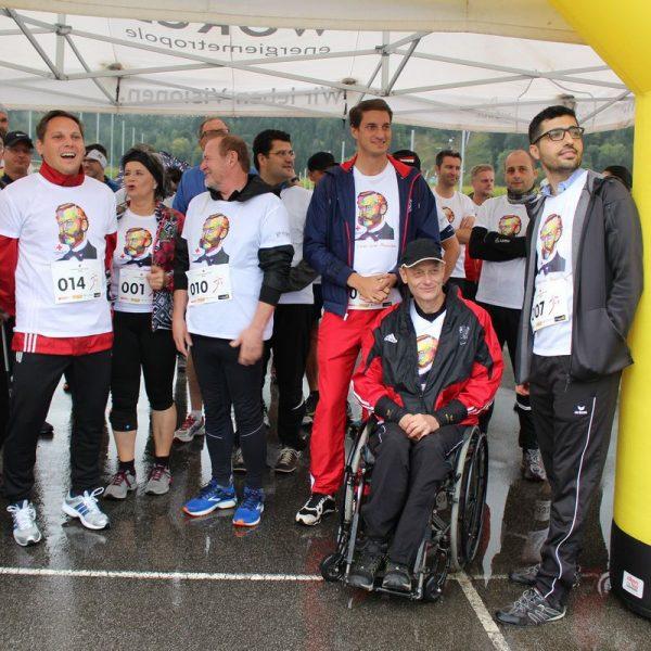 Beim 1. Rot Kreuz Charity Run in Wörgl starteten auch viele Politiker ins Rennen, mit dabei auch das Pfarr-Team. Foto: Rotes Kreuz Kufstein
