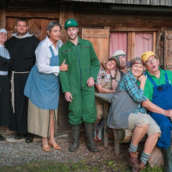 """Die Stadtbühne Wörgl spielt ab 18. Oktober 2019 die Krimikomödie """"bauernschlau"""". Foto: Mallaun/Stadtbühne Wörgl"""