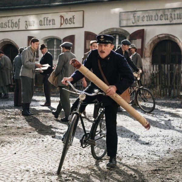 """Karl Markovics ist Michael Unterguggenberger im TV-Drama """"Das Wunder von Wörgl"""". Foto: epo-film_Film-Line-Productions_Hendrik-Heiden"""