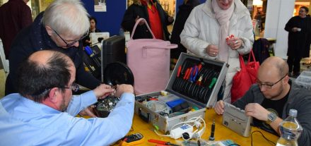 Ob elektrisch oder nicht: Beim Repaircafe wird alles repariert, was sie eigentlich schon entsorgen wollten. (Foto © Stadtgemeinde Wörgl)