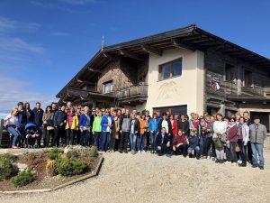 Rund 60 Vermieter der Ferienregion Hohe Salve versammelten sich im Oktober 2019 beim 2. Vermieterfrühstück mit dem Tourismusverband auf dem Gipfel der Hohen Salve. Foto: TVB
