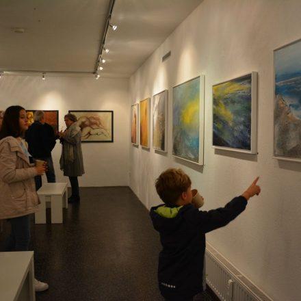 """Vernissage """"Emotionen Farben Formen Zeichnungen"""" am 29.11.2019 in der Galerie am Polylog in Wörgl. Foto: Veronika Spielbichler"""