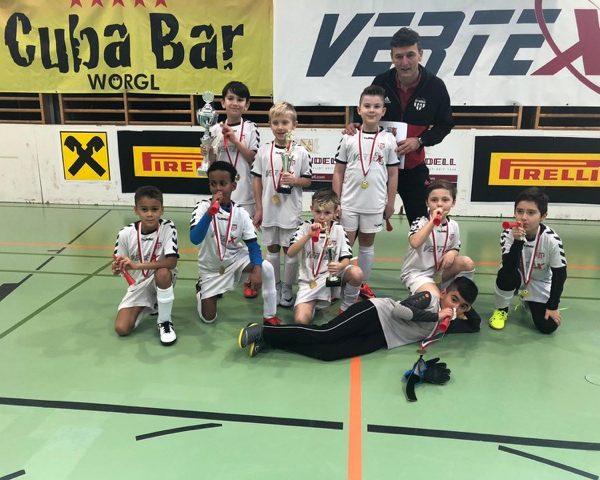 Ewald Linzbauer mit dem erfolgreichen Wörgler U09-Team. Foto: FC Bruckhäusl facebook