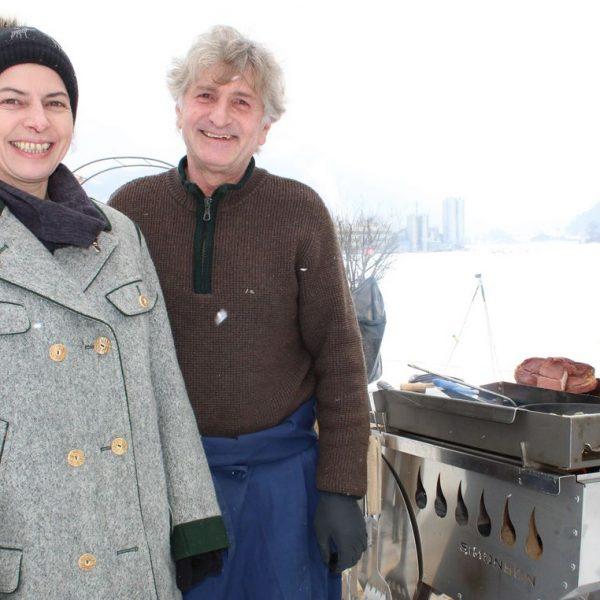 Gabi Brunner und Herbert Gwercher warten wieder mit Bio-Yak-Spezialitäten auf. Foto: Spielbichler