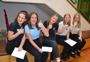 Gaben bereitwillig Auskunft: Schülerinnen der Bundesfachschule für wirtschafltiche Berufe mit Aufbaulehrgang in Wörgl. Foto: BFWörgl
