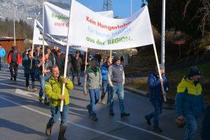 Bauern-Protestaktion am 26.2.2020 bei der SPAR-Zentrale in Wörgl. Foto: Veronika SpielbichlerBauern-Protestaktion am 26.2.2020 bei der SPAR-Zentrale in Wörgl. Foto: Veronika Spielbichler