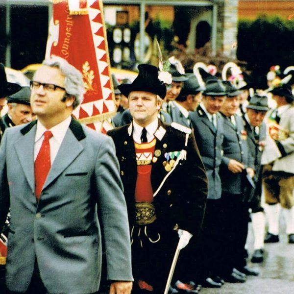 Hermann Egger erstmals als Bataillons-Kommandant im Einsatz: 1980 in Brixlegg. Foto: privat - Hermann Egger