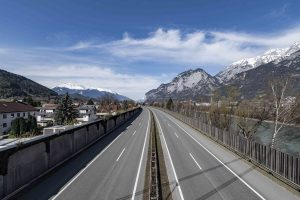 Ungewohntes Bild in Tirol: Autofreie Autobahn in der Osterwoche 2020. © Land Tirol/Berger