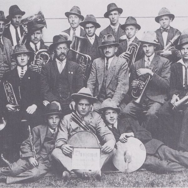 Arbeiterjugendmusik Wörgl mit Kapellmeister Michael Unterguggenberger, 1921 gegründet. Foto: Unterguggenberger Institut