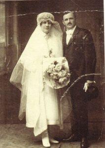 Hochzeitsfoto 1922 - Rosa und Michael Unterguggenberger. Foto: Unterguggenberger Institut
