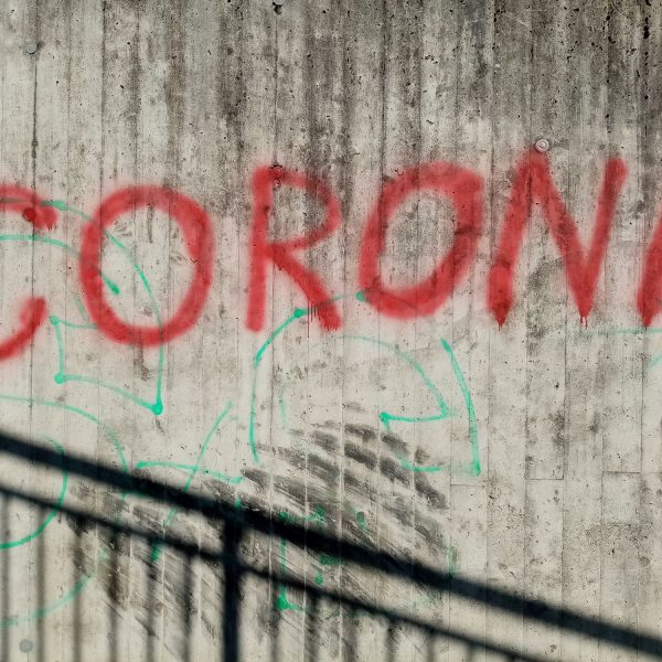 Corona Graffitti in Wörgl im April 2020. Foto: Veronika Spielbichler