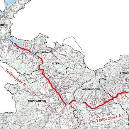 21 Hektar Bauland entlang der Brixentaler Ache sollen durch Dämme, Mauern und Retentionsräume vor einem 100-jährlichen Hochwasser geschützt werden. Der dafür notwendige Wasserverband hat sich konstituiert. © Land Tirol
