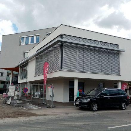 Die Volkshilfe Werkbank hat ihren Gebrauchtmöbelmarkt in der Brixentaler Straße 14 in Wörgl wieder geöffnet und bietet ihre Dienstleistungen an. Foto: Veronika Spielbichler