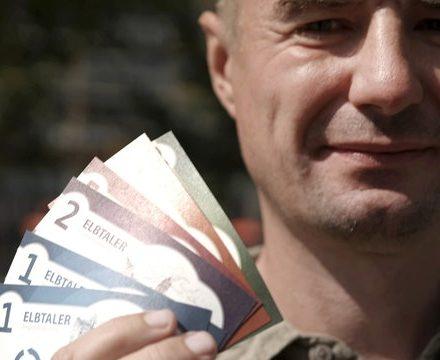 Der Wirtschaftsinformatiker Norbert Rost zählt zu den Initiatoren der Regionalwährung Elbtaler, die in der Region Dresden seit 2012 zirkuliert. Foto: Mitteldeutscher Rundfunk