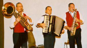 """Die 3 Pepis aus Kundl beendeten vor 26 Jahre ihre Karriere - erhaltene Studioaufnahmen sind jetzt auf der Jungen Tiroler CD """"Polkatanz im Mondschein"""" zu hören. Foto: Die jungen Tiroler"""