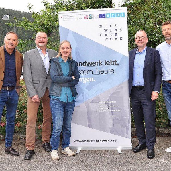Der wiedergewählte Vorstand von Netzwerk Handwerk: Anton Buchmayr, Obmann Rainer Höck, Projektleiterin Andrea Achrainer, Anton Pletzer, Kaus Misslinger (v.l.) Foto: Albin Ritsch