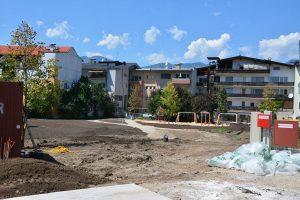 Derzeit wird am Fischerfeld der künftige Stadtpark angelegt, der ab Herbst 2020 zur Verfügung stehen soll. Foto: Veronika Spielbichler