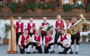 Die fidelen Wörgler spielen bei der Abschiedsfeier für die Anton Graf-Hütte auf. Foto: Die fidelen Wörgler