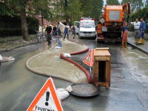 Hochwasser 2005 nach Dammbruch beim Inn in Wörgl. Foto: Veronika Spielbichler