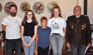 Die Jugend strahlt! KK Jugend: Kassier Peter Bauhofer, Bernadette Fischer (2.), Maximilian Bauhofer (3.), Hannah Fischer (1.), OSM Alfred Bauhofer. Foto: Wilhelm Maier