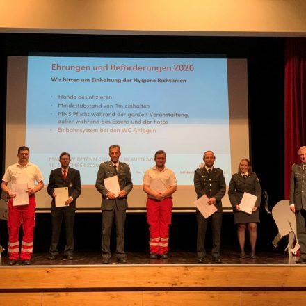 Geehrte und Beförderte, die am 18. September 2020 vom ÖRK Kufstein ausgezeichnet wurden. Foto. ÖRK Kufstein