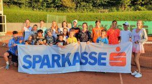 Ein Teil der Teilnehmer der Wörgler Jugendstadtmeisterschaften im Tennis. Foto: TC Wörgl