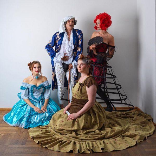 """Aufwändige Kostüme und Masken gehören zur Inszenierung von """"Der eingebildet Kranke"""" bei der Gaststubenbühne Wörgl. Foto: Mathilde Egitz"""