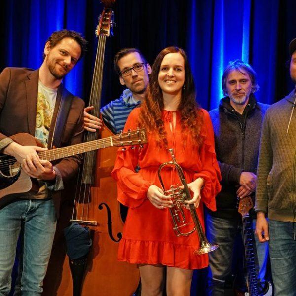 INNbetween sind (v.l.) Stefan Bric, Niko Obermayr, Astrid Egger, Markus Gruber und Christoph Weiss. Foto: INNbetween facebook